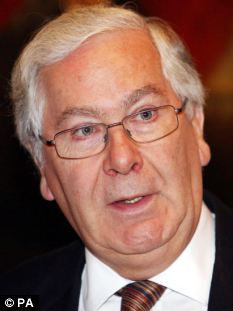 Sir Mervyn King said the slow reaction from RBS to the system failure needed to be questioned