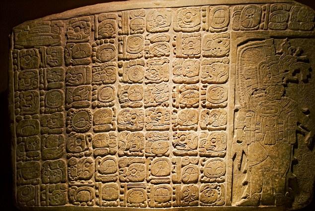 Esculturas maias de La Corona: A inscrição de 1.300 anos de idade, é descrito como um dos hieróglifos mais significativa encontra em décadas