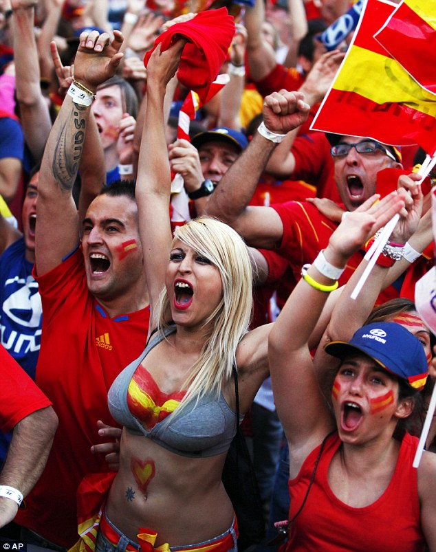 Euro 2012: Spain fans celebrate victory  | Mail Online