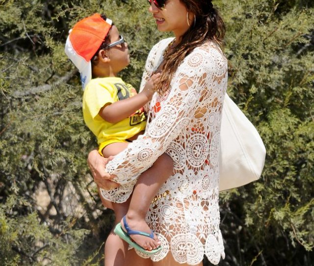 Good With The Baby Irina Shayk Was Seen Carrying Her Boyfriends Son While The Family