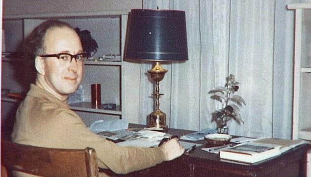 Peter Higgs en los años sesenta.  El científico se le ocurrió la idea de que el bosón de Higgs mientras caminaba por los Cairngorms en 1964
