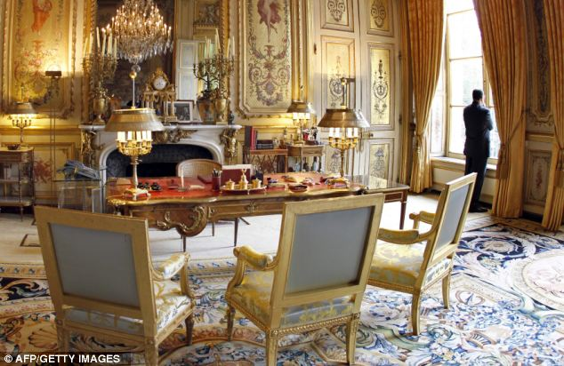 Snubbed Sarkozy Creates Replica Of His Old French