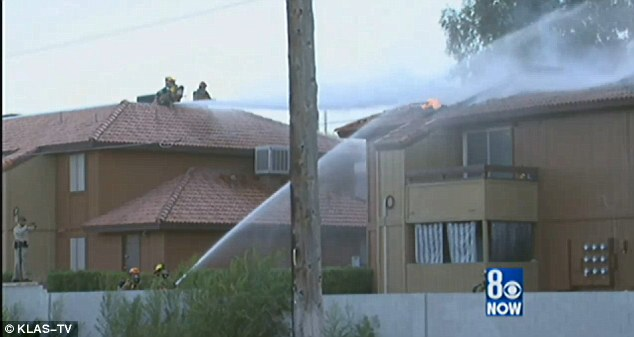 Kebakaran ini menghancurkan sekitar 50 apartemen