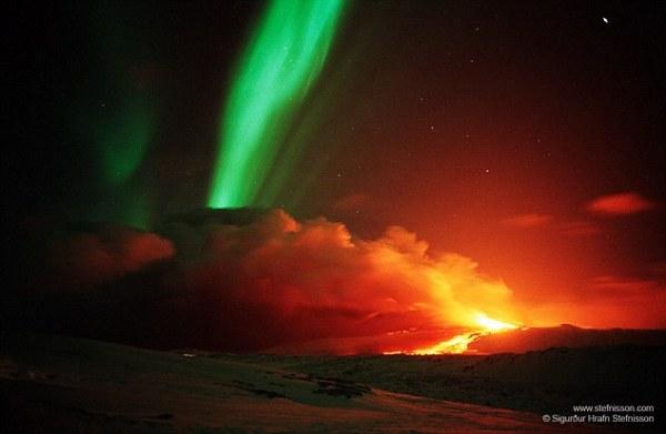 Incredible photograph captures northern lights flickering ...