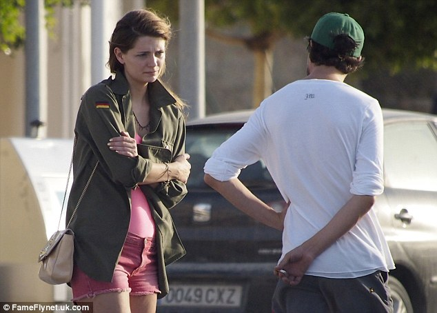 Mischa Barton And Her Boyfriend Run Into Car Trouble As