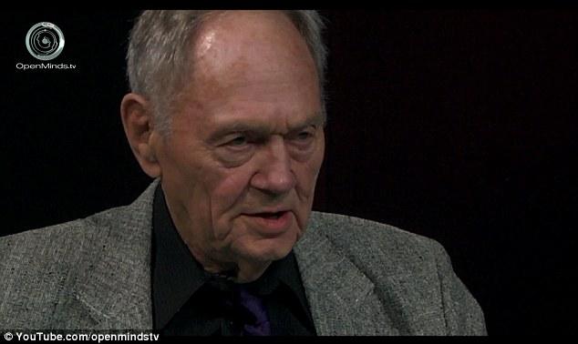 Teoria: o tenente-coronel Richard francês, que serviu no exército de mais de 27 anos, afirma que houve dois UFO relacionados com falhas em Roswell