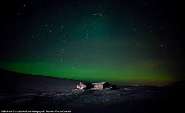 Michelle Schantz: A lonely cabin is illuminated under the Northern Lights in Finmmark, Norway