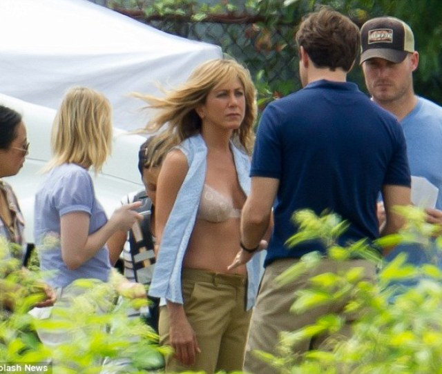 In Perfect Shape Jennifer Aniston Shows Off Her Stunning Figure In A Scene From Meet