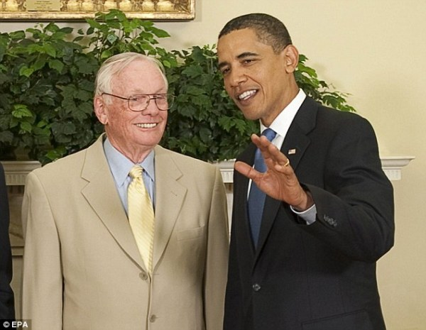 White House commemorates Neil Armstrongs passing with