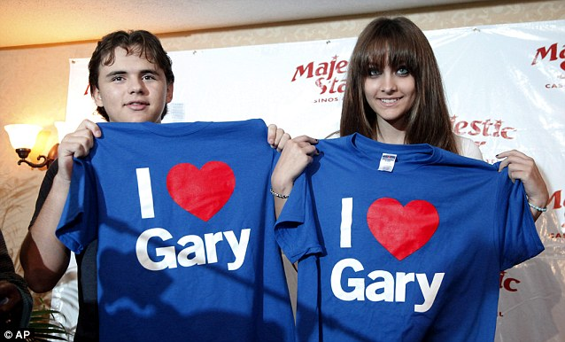 I love Gary! Prince and Paris celebrate their father's hometown on their visit to Gary, Indiana