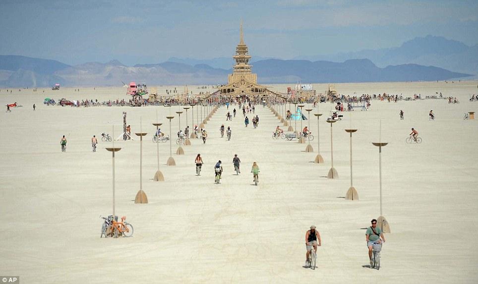 Black Rock City community comes together following the passing of Burning Man attendee ile ilgili görsel sonucu