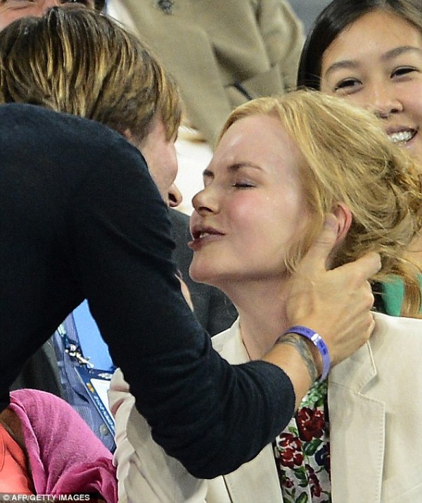 It's in his kiss! Nicole Kidman and Keith Urban show off ...