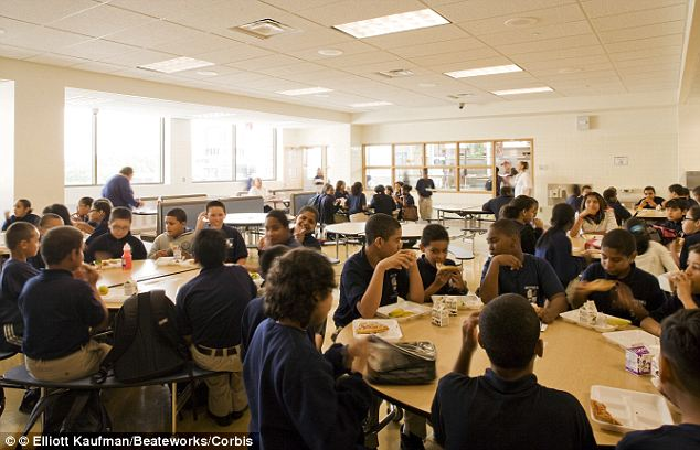 Shocking: Students get less fruit and vegetables than prisoners in their lunches