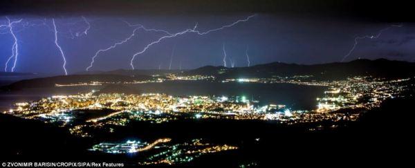 Incredible photos of huge lightning storm in Split Croatia ...