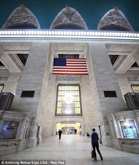 Eerie: Estación Grand Central, en Nueva York, está casi vacío como el transporte terrestre de la ciudad, los sistemas se detuvo delante del huracán
