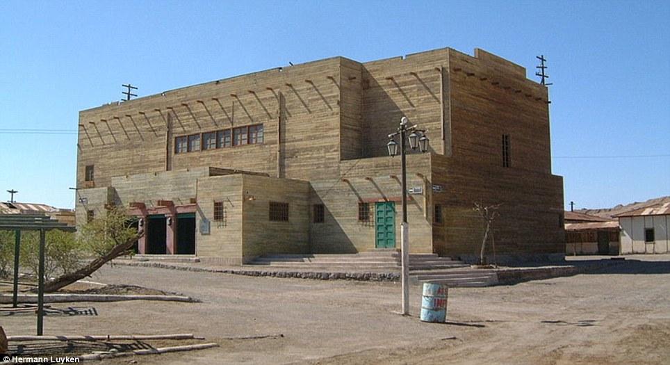 Alegrías pasadas: de Humberstone 3.700 habitantes disfrutaban viendo películas mexicanas y zarzuelas españolas en el teatro municipal, ahora una ruina