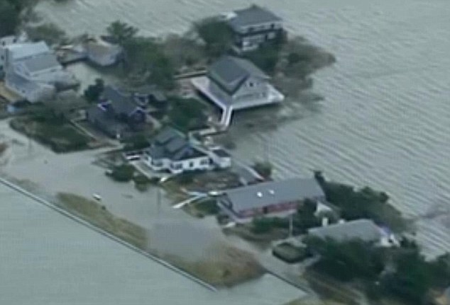 Flood damage on Fire Island: Helicopter teams plan to rescue trapped residents