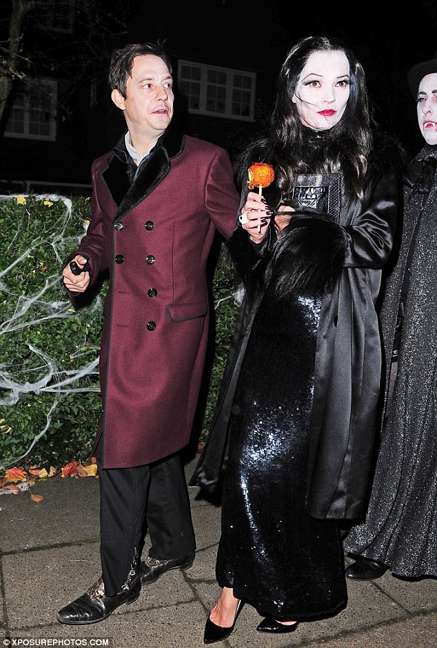 Nice Look Kate And Jamie Made A Convincing Pairing As Morticia And Gomez With Their