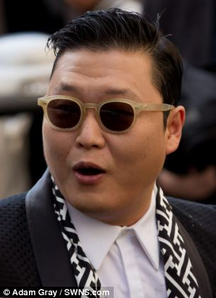Psy outside Oxford Union, Oxford
