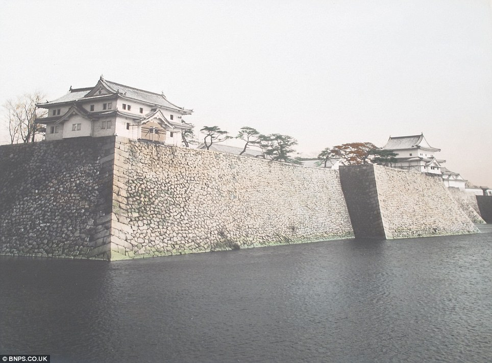 Landmarks: The Imperial Palace Osaka was completely isolated 100 years ago