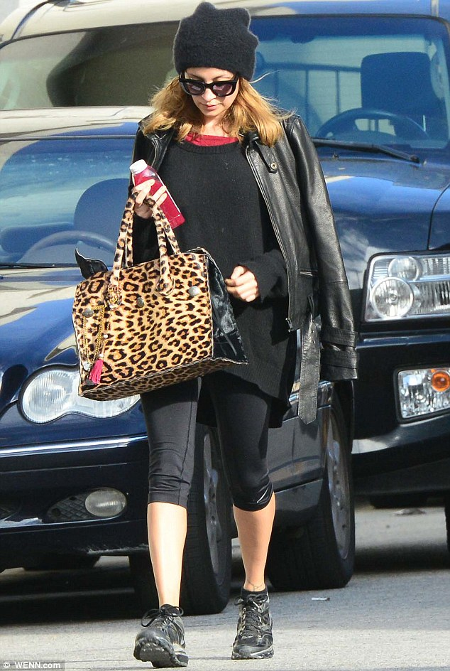 She's even stylish at the gym: Nicole spruced up her exercise gear with a chic leather jacket and leopardprint shopper bag