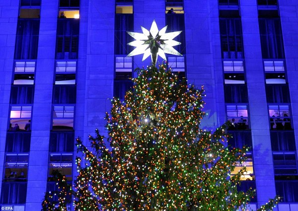 Rockefeller Center Christmas lights turned on with help ...