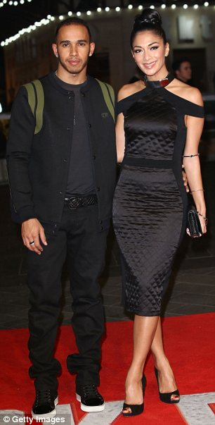 She's looks shamazing! Nicole put a stylish foot forward at the event in a demure black dress