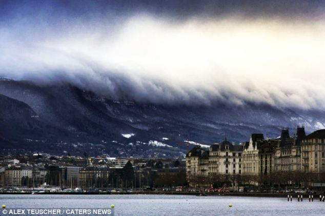 Respiração - tomada: O momento dramático de uma cidade da Suíça parece estar em perigo de uma onda gigante cair