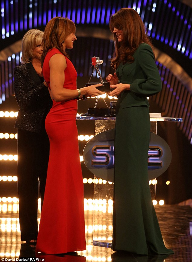 Pert: While she was there to pick up her trophy and see who won the title, Jessica wouldn't have been aware the effect her dress would cause