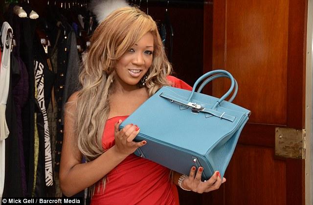 Compétition: «Quand j'ai appris que mon père a acheté sa maîtresse un sac à main Hermès, je voulais en avoir un qui était plus grand et mieux»