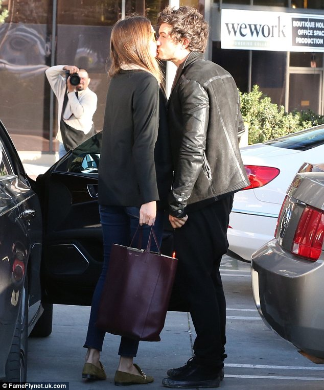 Orlando Bloom and Miranda Kerr lock lips out side an LA spa where the Vicotia's Secret model spent the day