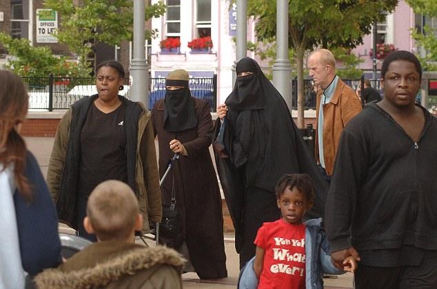 Diversos: en Luton (en la foto) 55 por ciento no son blancos británicos, pero el 80 por ciento de su población total dicen que se sienten británicos