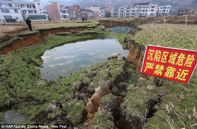 Colapso: Desde el pasado mes de septiembre derrumbes, que varían en tamaño, han visto derrumbarse las casas y los ríos secos