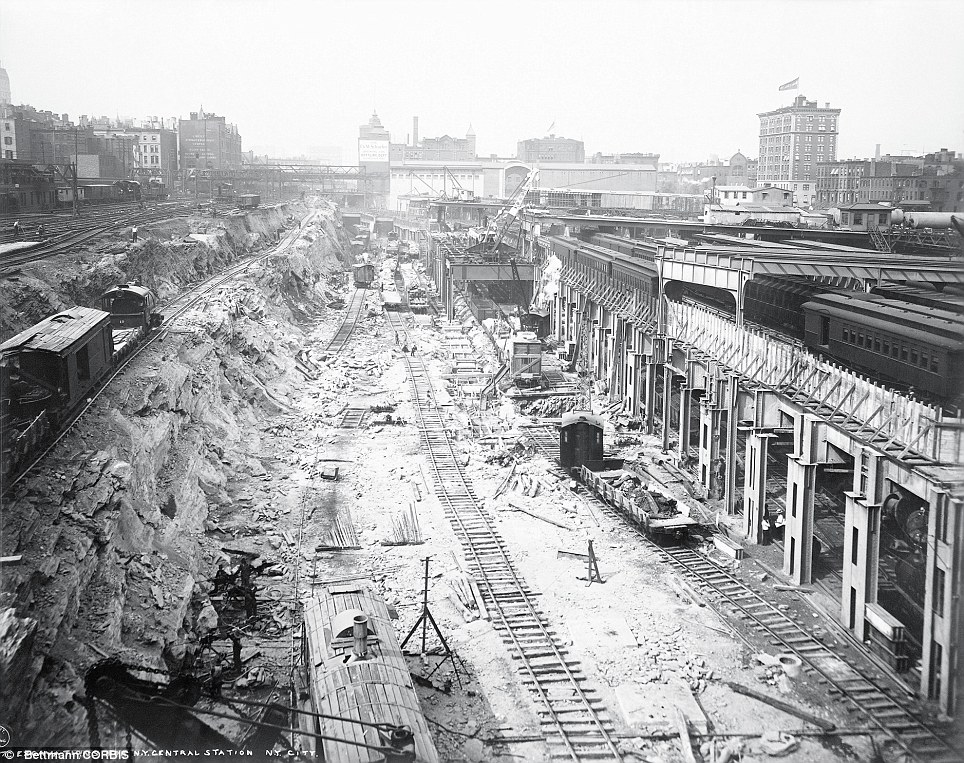 Roadbed excavations along Park Avenue during the preliminary construction of Grand Central Station in Manhattan