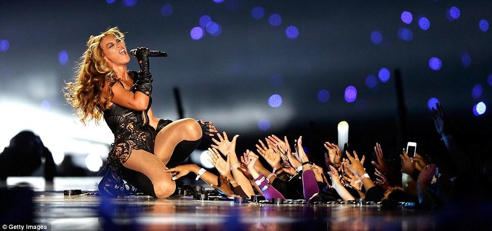 Заключительный акт: Beyonce закончил свое выступление с шоу остановить исполнение Halo, к радости болельщиков