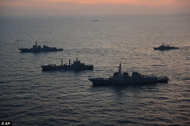 'En pie de guerra': Corea del Sur y las tropas estadounidenses empezaron a ejercicios navales el lunes en una demostración de fuerza dirigida en parte a Corea del Norte en medio de señales de que Pyongyang pronto realizarán una amenaza para llevar a cabo su tercera prueba atómica