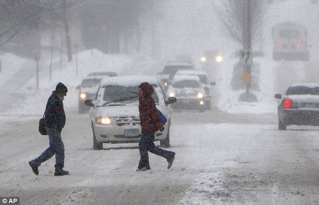 Cold snap: Heavy snow dumped on Rochester, Minnesota Monday morning