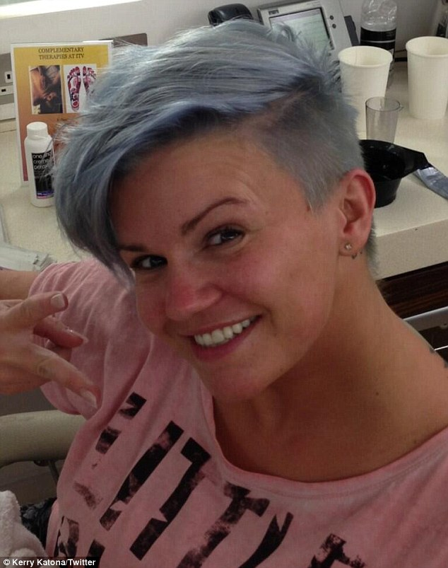 Kerry Katona Dyes Her Hair Blue Daily Mail Online
