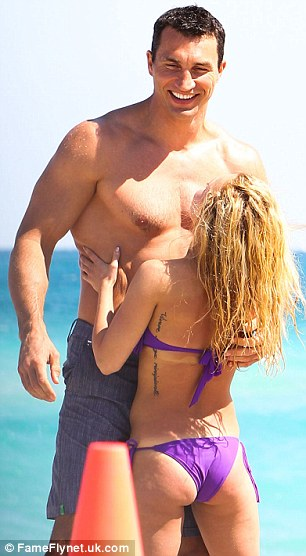 Hayden Panettiere Cuddles Up To Wladimir Klitschko Amid