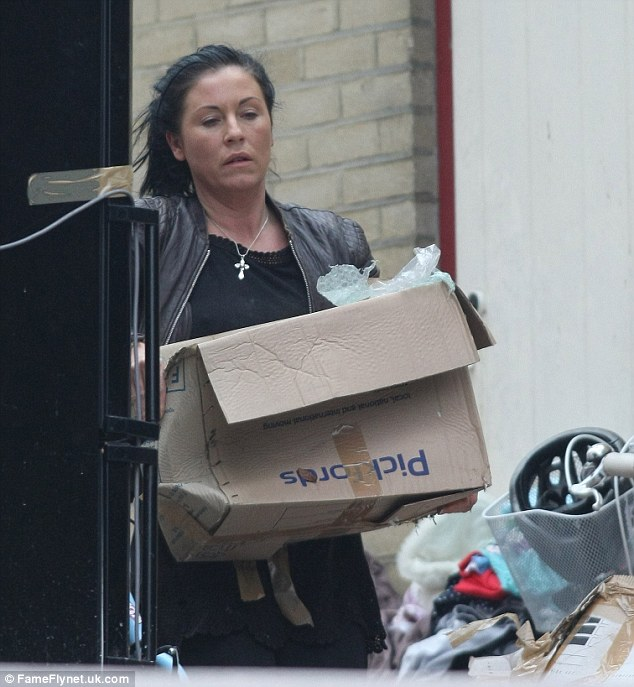 Jessie Wallace Forgoes Make Up To Haul Cardboard Boxes
