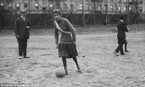 Ladies who punch: Vintage pictures show pioneering ...