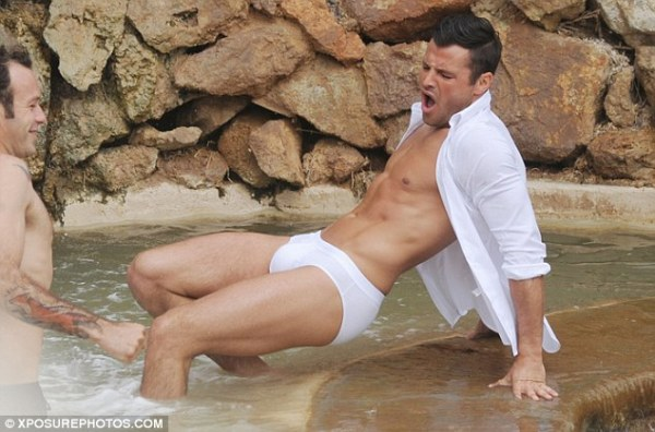 Mark Wright shows off his toned body as he poses in tight ...