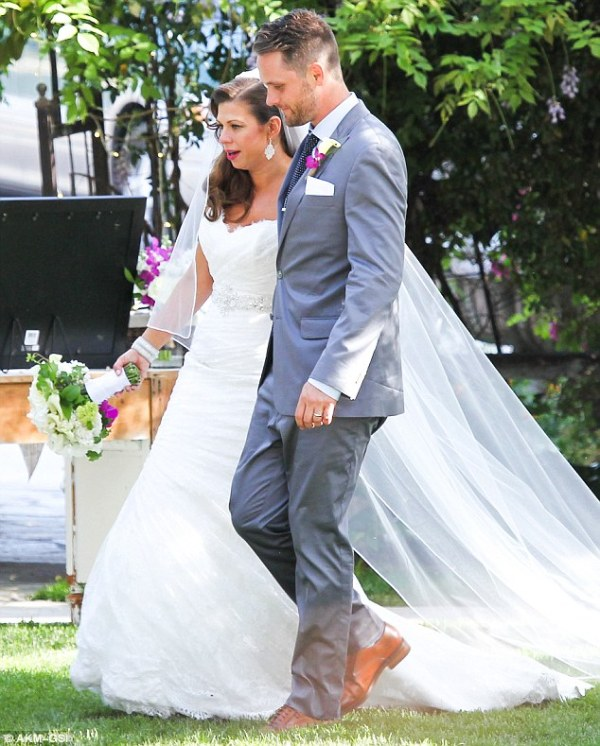Pregnant Fergie gives speech at her sister Danas wedding