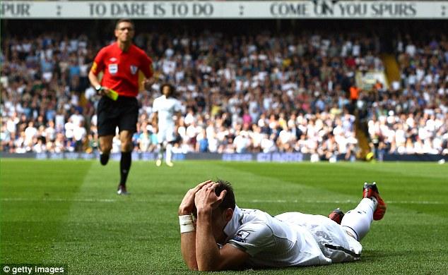 Simulation: Andre Marriner harshly booked Gareth Bale for diving against Sunderland