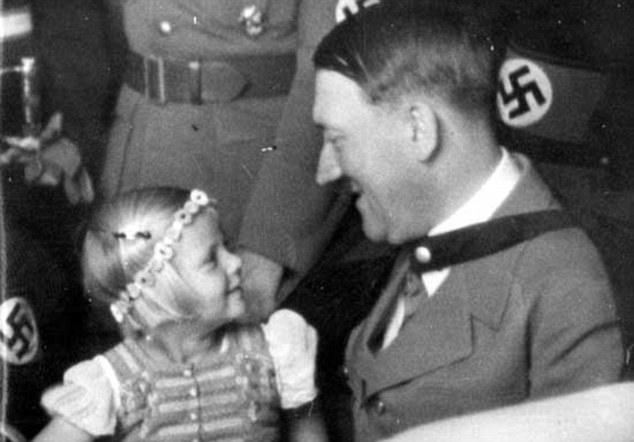 Jewish couple asked to dress up as Holocaust refugees for
