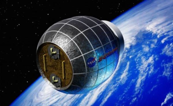 Astronauts will LIVE on the moon by 2020, Nasa report ...