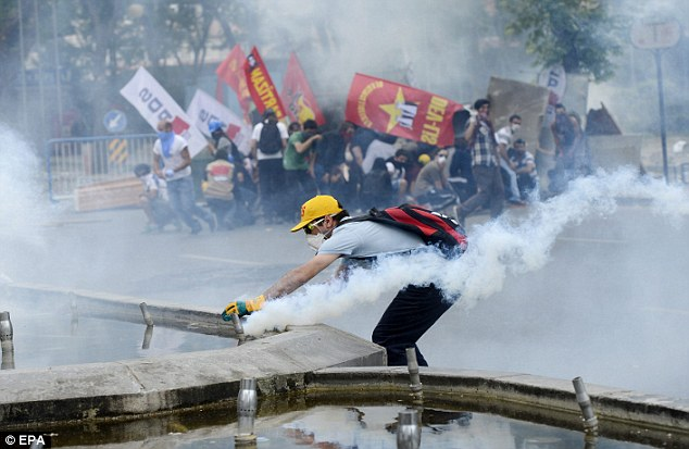 Turkish riot police use tear gas to disperse protesters during a rally supporting the Istanbul demonstrations against the conservative government of Prime Minister Recep Tayyip Erdogan in Ankara