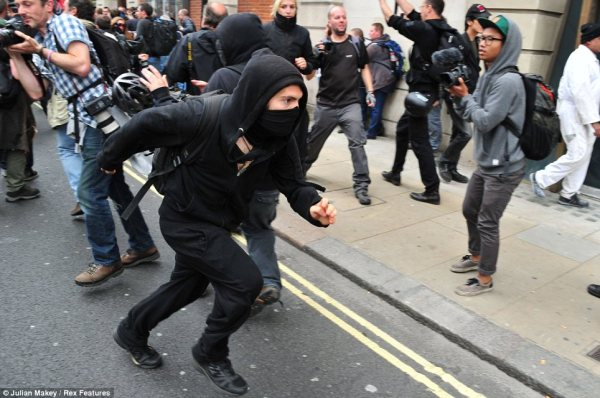 Hundreds of riot police on London's streets as officers ...