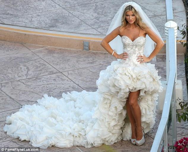 Real Housewives Of Miami's Joanna Krupa Enjoys Romantic