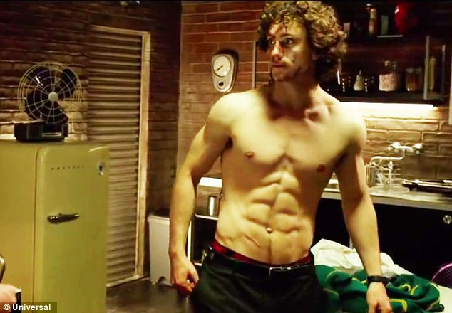 Aaron Taylor Johnson shows off his rippling muscles in new ...